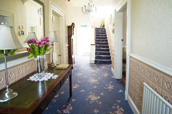 Altonlea Lodge Guest House: Main Hallway