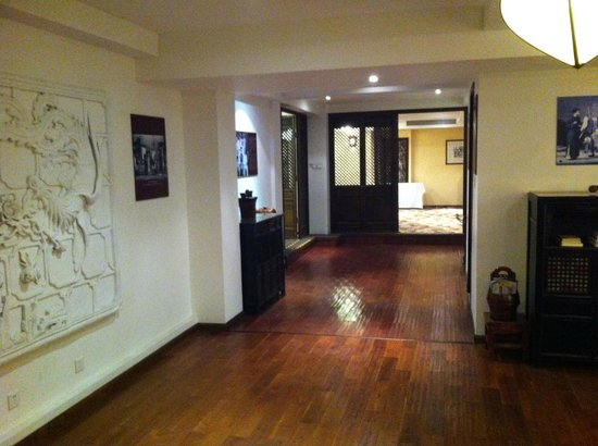 Red Wall Garden Hotel 5