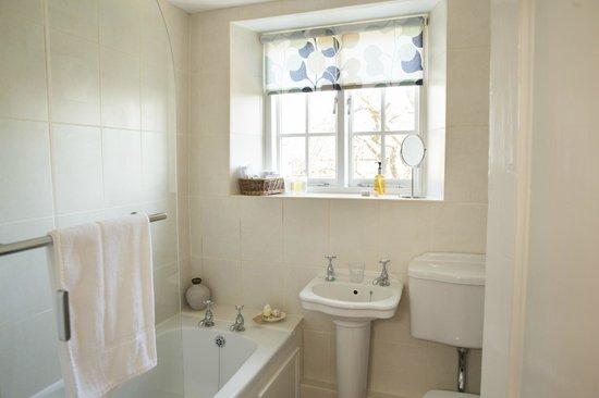 Bramwood Guest House: Single room 7 bathroom