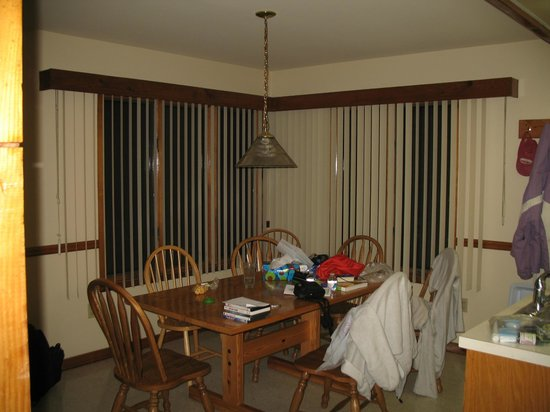 Shawnee River Village 2: dining area with 8 chairs and a nice view of the woods