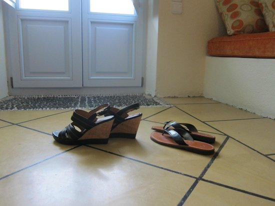 Enigma Apartments & Suites: Ladies wear FLATS heels of any kind or you can't walk on Santorini.
