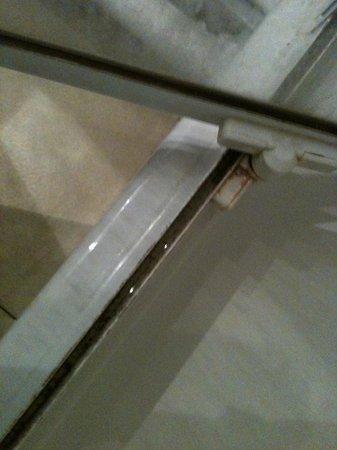 Appart'hôtel Odalys Aix Chartreuse: la douche: ça se passe de commentaires!