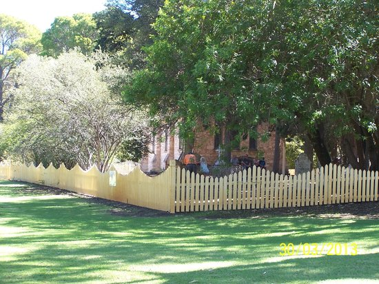 Brookside Budget Accomodation & Chalets: Old Church Gingin
