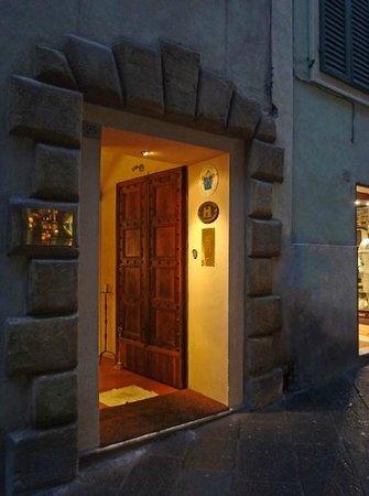 Campo Regio Relais: Street entrance