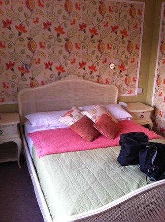 Falcon Hotel: bedroom