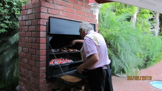 Cedar Lodge Guest House: Braai in progress