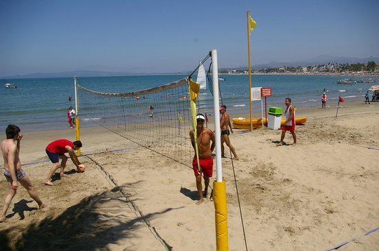 Decameron Los Cocos: you can play volleyball  with 1-2  members of the staff, whom organize the games every AM and PM