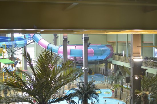 ‪ماوي ساندز إندور ووترمارك ريزورت: View of waterpark from our room‬