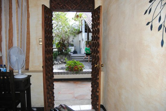 Hotel Casa Antigua: View into garden from a room.