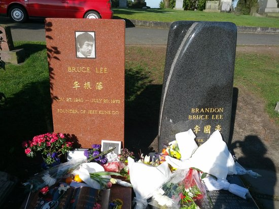 Bruce Lee Grave Site: Bruce's and Brandon's graves