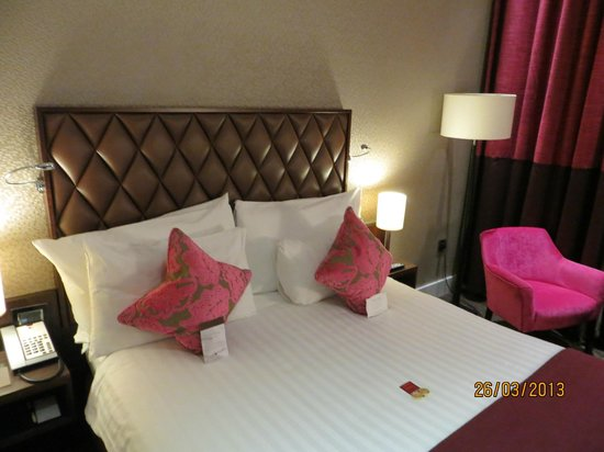 DoubleTree by Hilton Hotel London - Marble Arch: Cama confortável