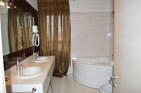 Hotel Valentino: idromassaggio camera 501