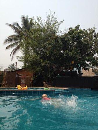 bubble pool, many kids - Picture of La Pistoche Swimming Pool & Bar ...