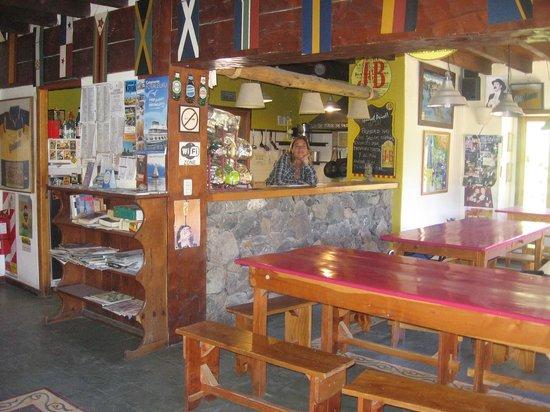 Hostel La Angostura: Cocina y comedor