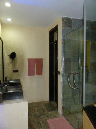Mbour, Senegal: salle de bains