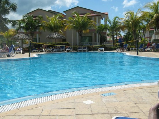 filet de volleyball la piscine picture of iberostar tainos varadero tripadvisor. Black Bedroom Furniture Sets. Home Design Ideas