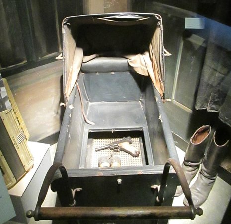 Musée de la Résistance : Hidden weapons of the resistance