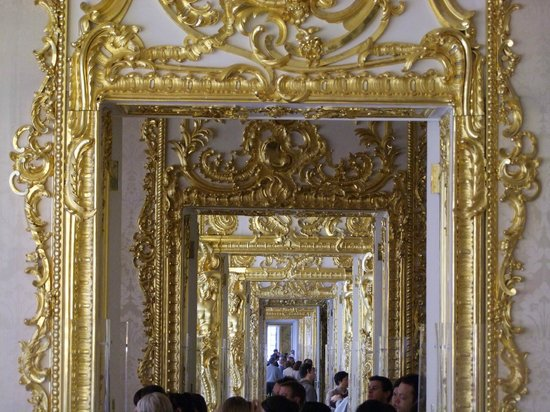 Peter's Walking Tour: Through the doors of the 320m palace