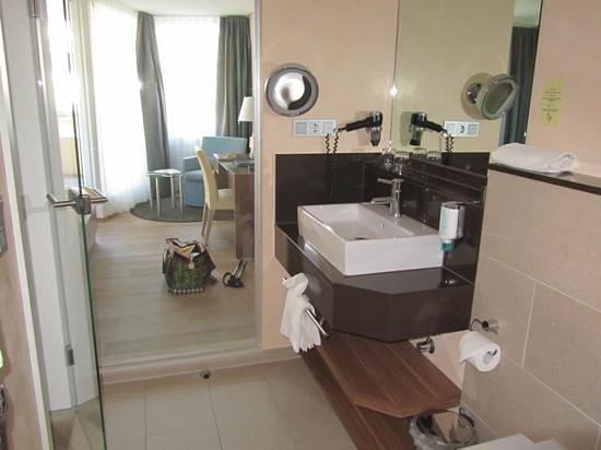 Strandhotel Georgshöhe: Blick vom Bad ins Zimmer