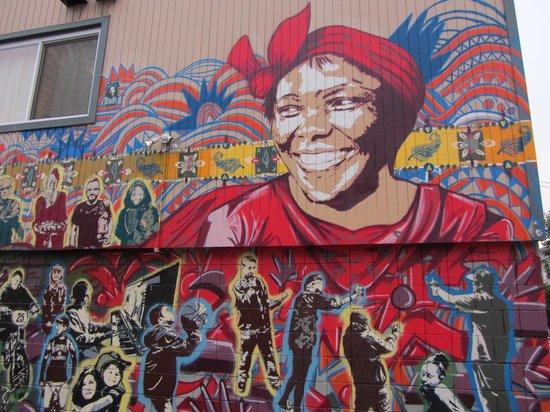 Axum Cafe: Hauswand gegenüber