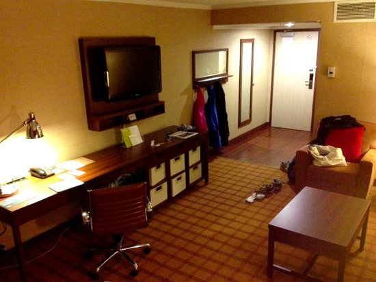 Four Points by Sheraton Toronto Mississauga: King Junior Suite