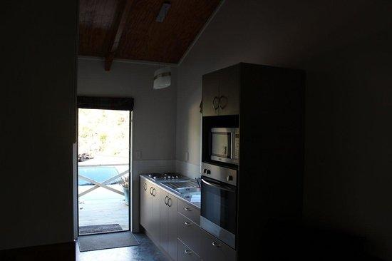 Kauri Coast Top 10 Holiday Park: Kitchen facilities