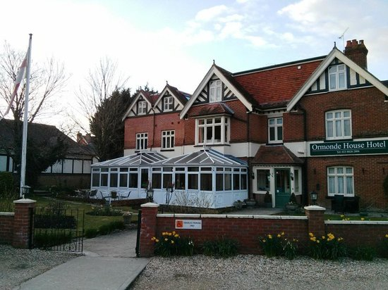 Ormonde House Hotel: View of hotel main entrance