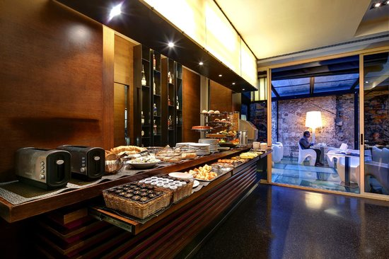 Olivia Plaza Hotel: Breakfast