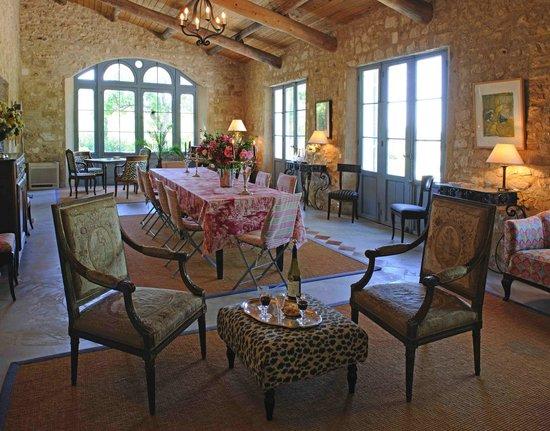 Mas de la Pierre du Coq : salon, salle à manger