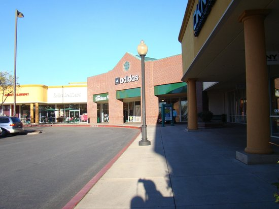 Gilroy Premium Outlets: Visual do Gilroy Premium Outlet...