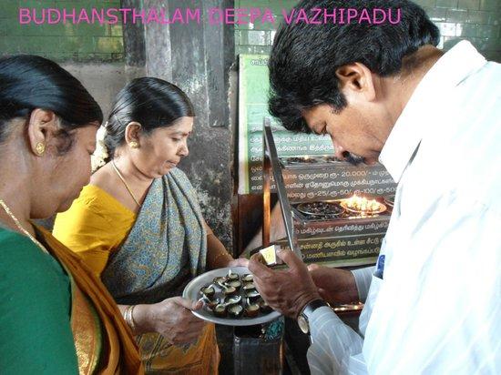 Swetharanyeswarar Temple: DEEPA VAZHIPADU AT BUDHANSTHALAM
