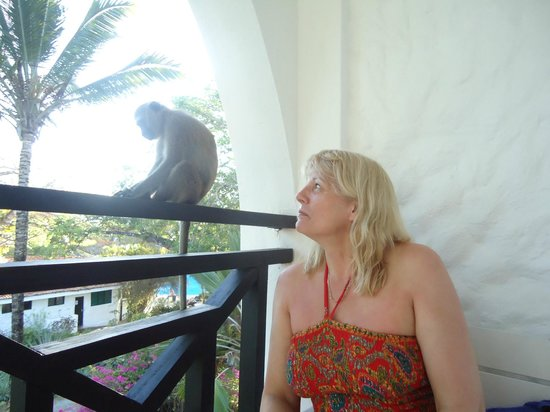 Diani Sea Resort: Yvonne making friends with the locals!!
