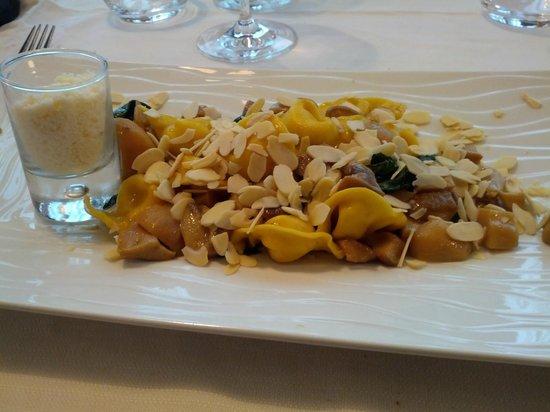 Green Mood & Food: Tortelli ripieni al formaggio con noci e mandorle
