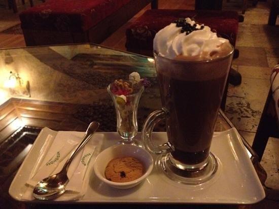Mydonose Cafe & Bistro: hot chocolate