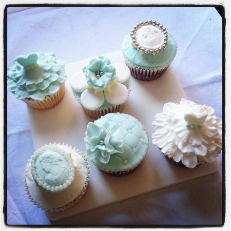 Fillers Coffee Bar: I ordered some cakes to take to a friends for afternoon tea - how cool are they?! Thanks Fillers