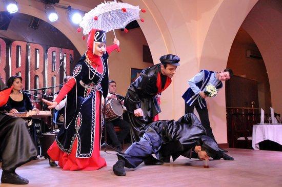 Ararat Restaurant: Armenian National Show