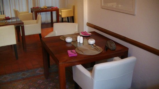 Dunkley House : Dining area