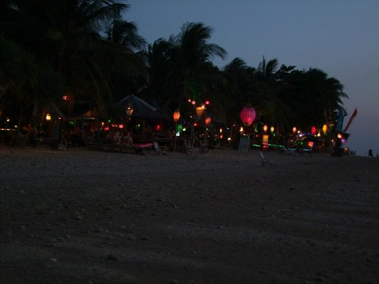 Fisherman's Cottage: The beach in night