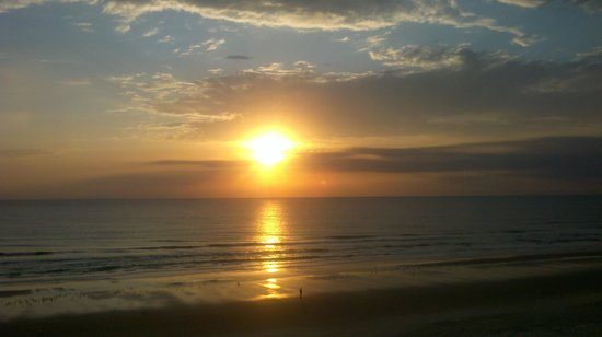 Resort on Cocoa Beach: sunrise pic from Room 415