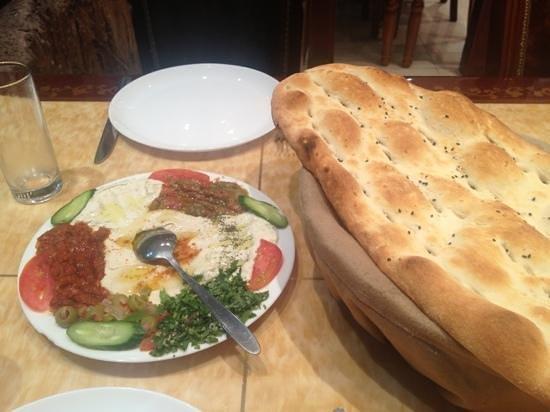 Turkish Diwan Restaurant: appetizer and bread