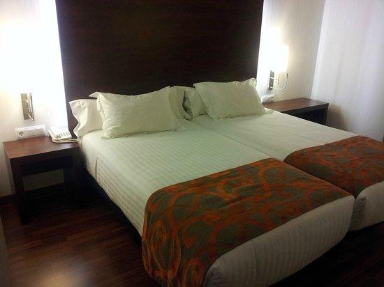 Hotel Gran Ultonia Girona: Cómodas camas