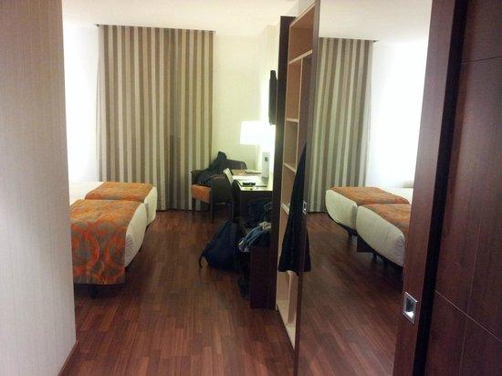 Hotel Gran Ultonia Girona: Desde la entrada