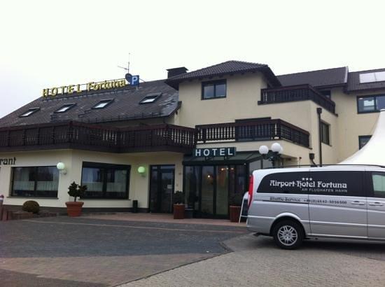 Airport Hotel Fortuna: 静かでゆっくりくつろげます。またスタッフが親しみやすく、ホテルなのに民宿のようです。