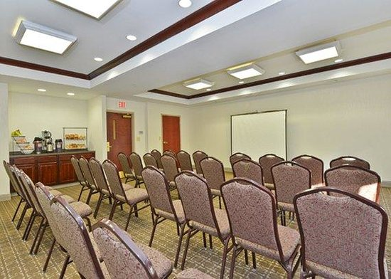 Holiday Inn Express & Suites Philadelphia - Mt. Laurel: meeting room
