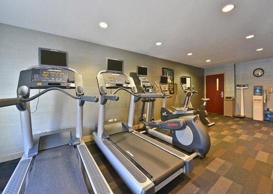 Holiday Inn Express & Suites Philadelphia - Mt. Laurel: fitness center