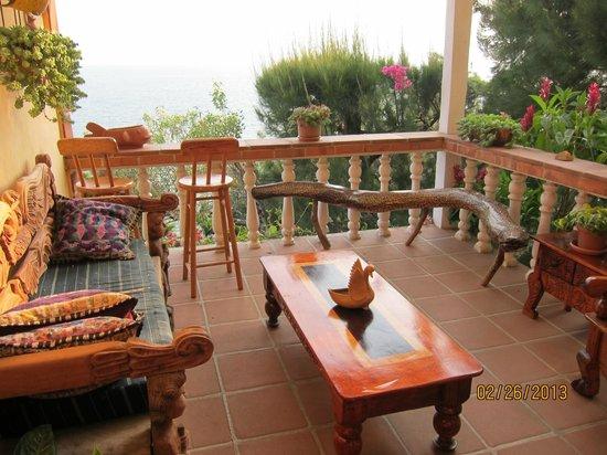 La Casa del Mundo Hotel: Shared Patio for Rooms 7, 8 and 9