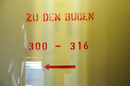 Superbude Hotel Hostel St.Georg: Beschriftung im Treppenhaus