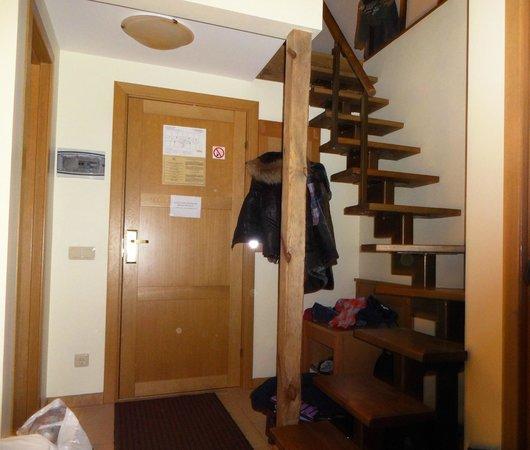 Hotel Tilto: Лестница на второй этаж