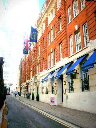 London Bridge Hotel: イギリスらしいホテルです。