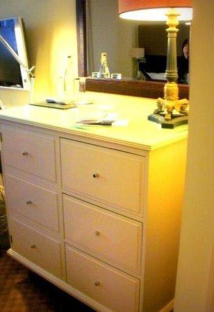 London Bridge Hotel: 室内もシックで落ち着いた感じ。
